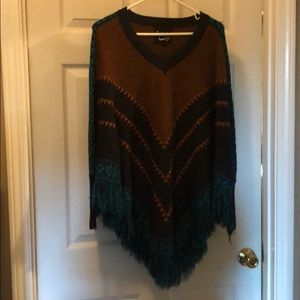 Sleeved sweater Poncho